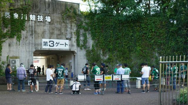 FC岐阜のホームスタジアム長良川競技場トイレ横のハーフタイム以外の時間帯の喫煙所